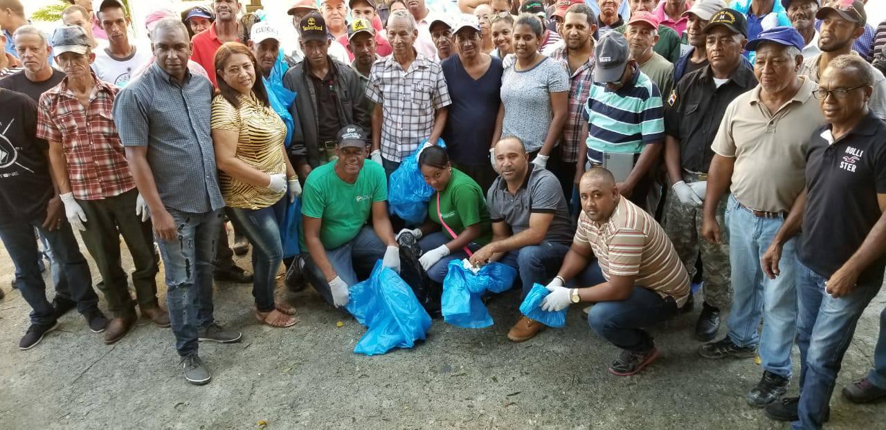 Ayuntamiento de Villa los Almácigos organiza jornada de limpieza